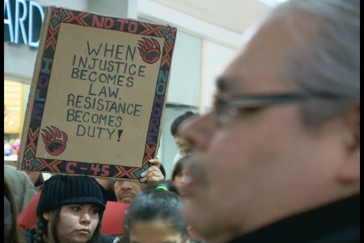 Hundreds gathered at The Centre mall Thursday to voice opposition to the federal government's Bill C-45.