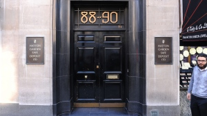 A general view of the Hatton Garden Safe Deposit company in London, Tuesday May 7, 2015. (AP / Dominic Lipinski / PA)