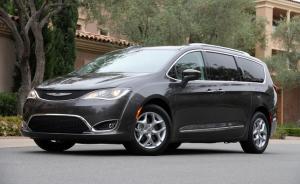 2017 Chrysler Pacifica sets a new benchmark for the minivan (Photo: Antoine Joubert/Autofocus.ca)