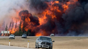 A wildfire burns south of Fort McMurray, Alberta on May 7, 2016. (Jonathan Hayward / THE CANADIAN PRESS)