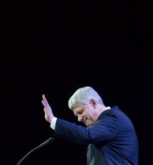 Former prime minister Stephen Harper waves as he steps away from the podium after addressing delegates during the 2016 Conservative Party Convention in Vancouver, B.C. on Thursday May 26, 2016. (Darryl Dyck / THE CANADIAN PRESS)