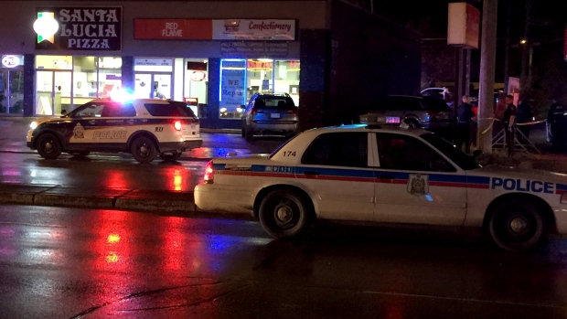 Saskatoon police respond to a stabbing on 22nd Street Wednesday, Sept. 28, 2016. (Jim Barnsley/CTV Saskatoon)