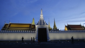 Thai police officers guard the Grand Palace during one week anniversary where the body of the late Thai King Bhumibol Adulyadej is enshrined in Bangkok, Thailand, Thursday, Oct. 20, 2016. (AP / Sakchai Lalit)